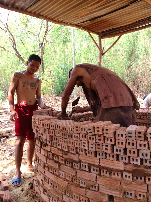 Thamkrabok Monk and Detox client building a brick oven. I helped them guys build it. Photo: Jesse Bercowetz
